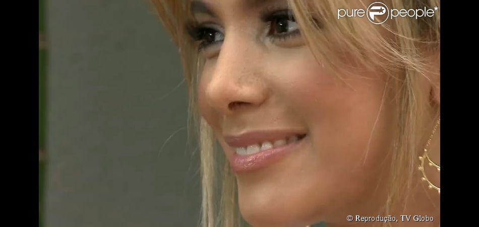 Anitta aparece sem curativo pós-cirúrgico pela primeira vez neste domingo, 23 de março de 2014, no 'Fantástico'