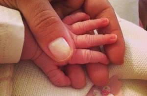 Nivea Stelmann publica foto com a mãozinha de Bruna, sua filha recém-nascida
