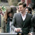 O clipe foca no romance entre Christian Grey e Anastasia Steele