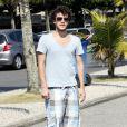 Jayme, filho mais velho de Jayme Monjardim, também adora andar de skate na praia