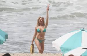 Aos 40 anos, Leticia Spiller exibe boa forma em gravação de comercial na praia
