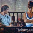Clara (Giavanna Antonelli) avisa a Cadu (Reynaldo Gianecchini) que vai dormir na casa de Helena (Julia Lemmertz), na novela 'Em Família'