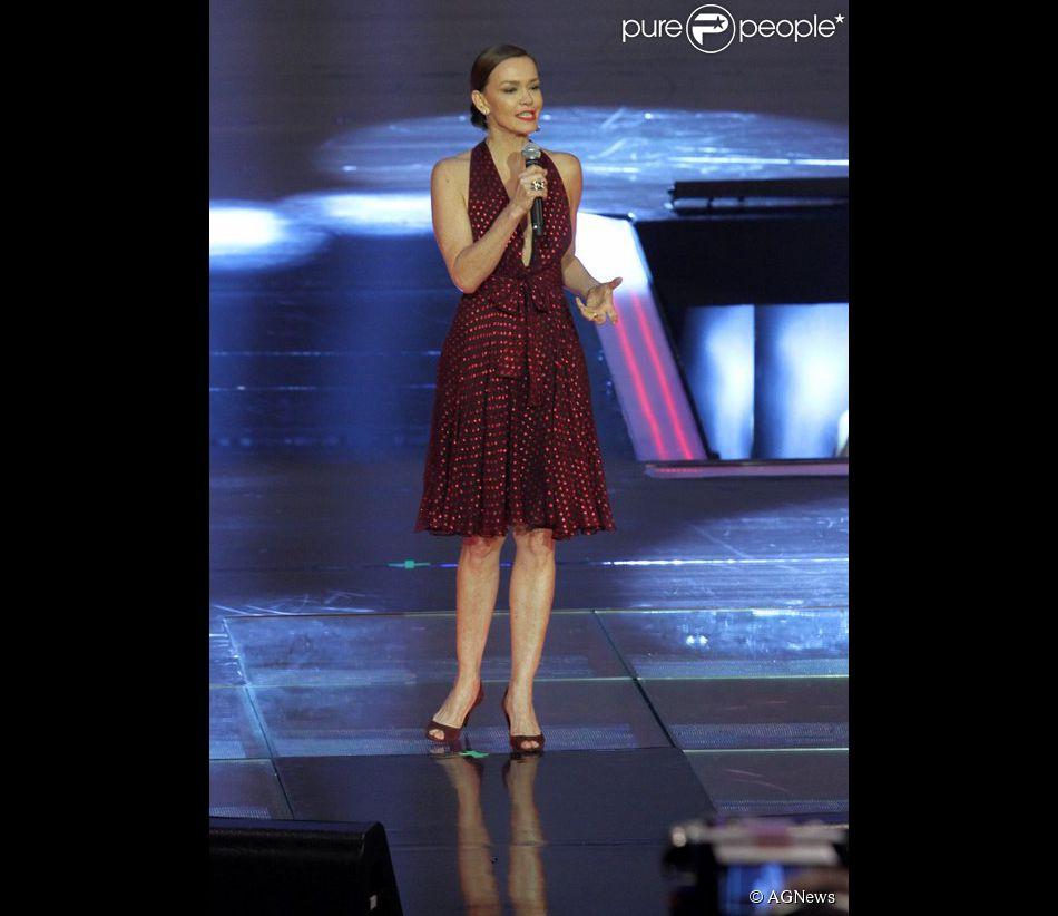 Julia Lemmertz usou um vestido Gucci na festa 'Vem aí', da TV Globo, em 2 de abril de 2014, que custa aproximadamente R$ 8 mil