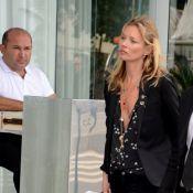 Kate Moss deixa hotel no Rio para participar de baile beneficente em São Paulo