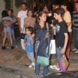 Vicente e Adriana são flagrados ao sair de churrascaria após comemorar o aniversário do filho Felipe, em janeiro de 2013