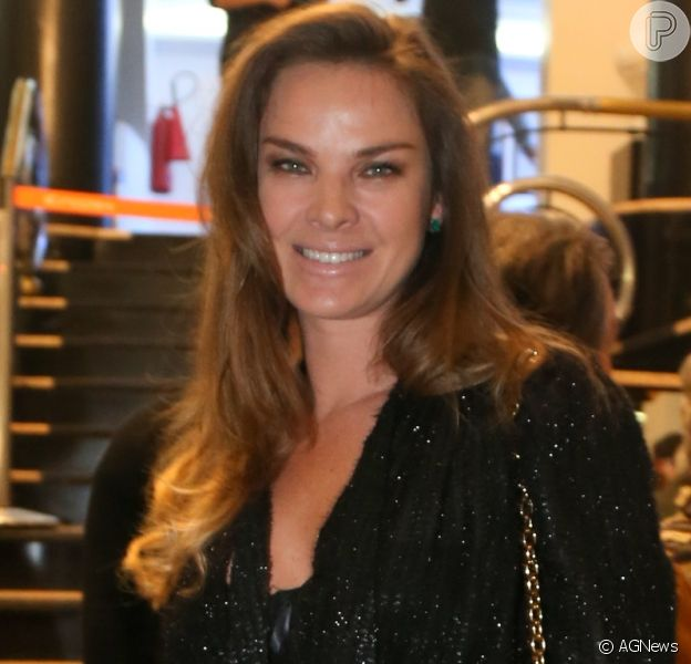 Leticia Birkheuer se afirma solteira após rumores de namoro com Beto Gatti