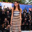 A modelo Isabeli Fontana deixou a lingerie à mostra ao apostar em look transparente parao Festival de Cinema de Veneza nesta quarta-feira, 30 de agosto de 2017