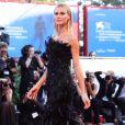 Assim como Isabeli Fontana e Izabel Goulart, Renata Kuerten usou um longo Alberta Ferretti, da coleção outono 2017 da marca, no Festival de Cinema de Veneza nesta quarta-feira, 30 de agosto de 2017
