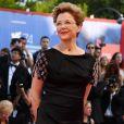 A atriz norte-americana  Annette Benning vestiu longo Giorgio Armani outono 2017 n  o Festival de Cinema de Veneza, realizado nesta quarta-feira, 30 de agosto de 2017
