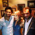 Mariana Ximenes posa com o ator Armando Babaioff e com o escritor  Daniel Galera , na coletiva do filme 'Mãos de Cavalo'