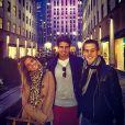 Enzo Celulari visita o Rockfeller Center em Nova York, nos Estados Unidos, com amigos
