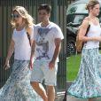 Giovanna Ewbank parece ter sido flagrada no mesmo dia, mas não foi. Ela escolheu a mesma saia, mochila e colar para passear com Bruno Gagliasso e para filmar um curta-metragem no Rio