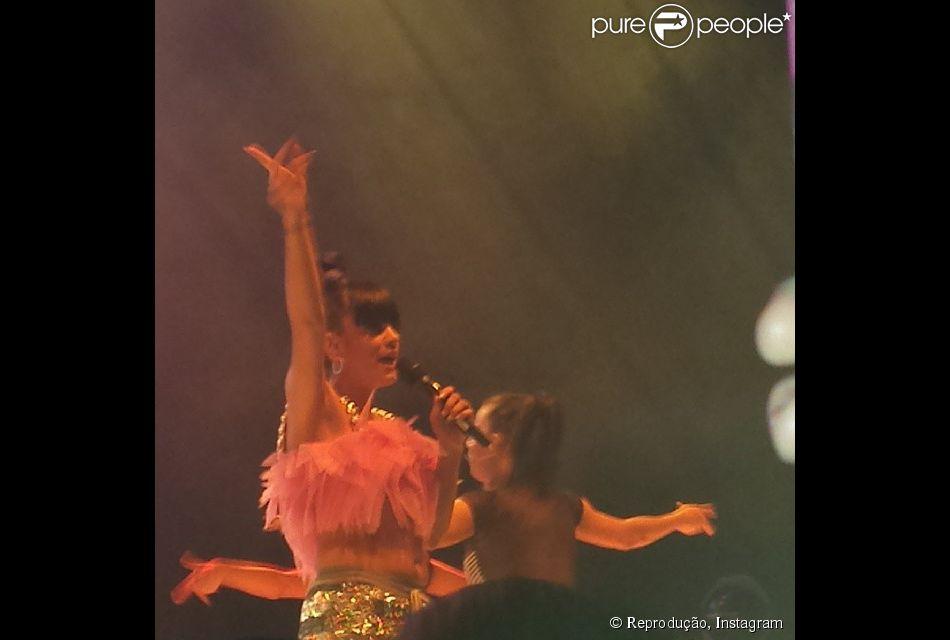 Lily Allen se apresentou oara o público do  Shepherds Bush Empire em Londres,  Inglaterra, na noite desta segunda-feira, 28 de abril de 2014