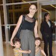 Bianca Rinaldi em momento de diversão com o marido e as gêmeas Beatriz e Sofia