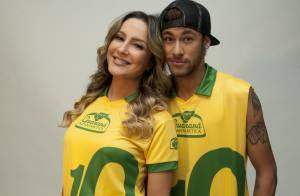 Neymar posa com Claudia Leitte em Barcelona para campanha da Copa do Mundo
