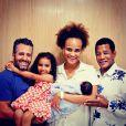 Jair Rodrigues posa com a filha, Luciana Mello e os netos, Tony e Nina