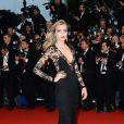 Cara Delevingne veste Burberry no Festival de Cannes 2013