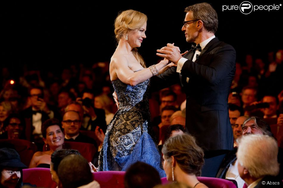 Lambert Wilson convida Nicole Kidman para dançar na cerimônia de abertura do Festival de Cannes 2014, em 14 de maio de 2014
