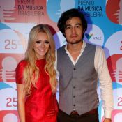 Isabelle Drummond acompanha namorado, Tiago Iorc, no Prêmio da Música Brasileira
