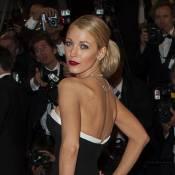 Blake Lively rouba a cena com vestido preto e branco no Festival de Cannes 2014