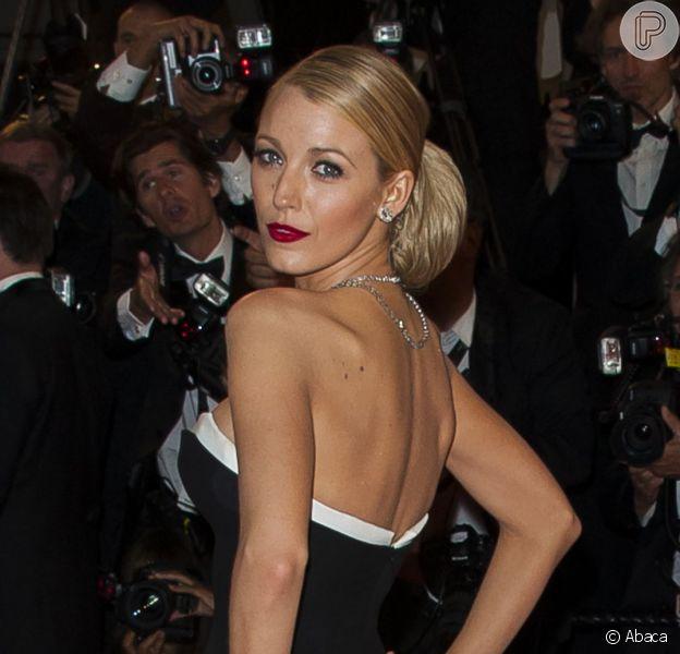 Blake Lively arrasou com um vestido Gucci preto e branco no Festival de Cannes 2014