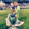 A relação de Iker Casillas e Sara Carbonero tornou-se pública na Copa do Mundo de 2010, na África do Sul, quando o jogador a beijou ao vivo. Eles são pais de Martín, de quatro meses