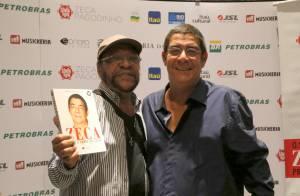 Zeca Pagodinho recebe amigos em lançamento de biografia no Rio de Janeiro