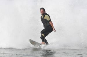 Após ser escalado para 'Malhação', Mário Frias pratica tow-in em praia do Rio