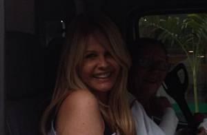Famosos como Deborah Secco exibem intimidade com fotos inusitadas na web