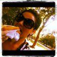 Giovanna Antonelli mostrou que não se preocupa tanto com a dieta e devorou um cachorro-quente, mostrando aos seus seguidores do Instagram