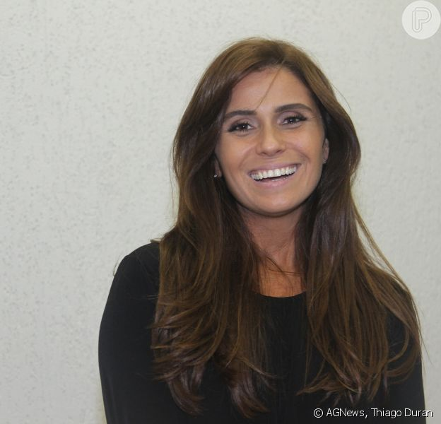 Giovanna Antonelli prestigia evento e revela: 'Tenho uma fixação por bolsas' 29 de maio de 2014