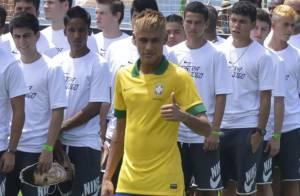 Futebol: Neymar é destaque em lançamento do novo uniforme da Seleção Brasileira