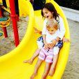 Mamãe corujja Alessandra Ambrosio sempre compartilha fotos dos pequenos