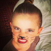 Alessandra Ambrosio pinta rosto da filha, Anja, que chama atenção por semelhança