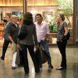 De folga, Fátima Bernardes aproveitou a noite desta terça-feira 10 de junho para fazer comprar no shopping Rio Design Barra, na Barra da Tijuca, Zona Oeste do Rio de Janeiro