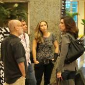Fátima Bernardes faz compras em shopping do Rio e encontra Eri Johnson