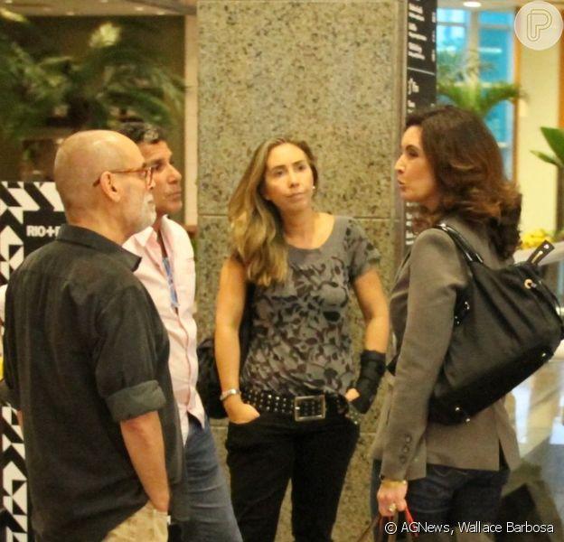 Fátima Bernardes faz compras em shopping do Rio e encontra Eri Johnson 10 de junho de 2014