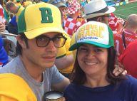 Gael García Bernal é tietado pela estilista Martha Medeiros em jogo do Brasil