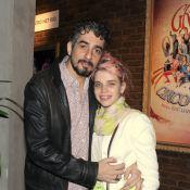 Bruna Linzmeyer vai ao teatro com o marido, Michel Melamed, no Rio de Janeiro