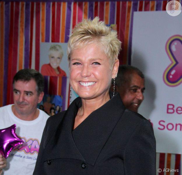 Xuca renova contrato com a TV Globo e vai receber R$ 120 mil de salário. A informação é do colunista Leo Dias, do jornal 'O Dia' (15 de junho de 2014)