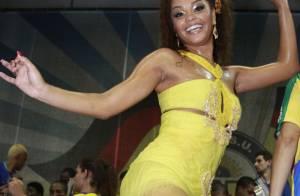 Juliana Alves mostra samba no pé no último ensaio da Unidos da Tijuca, no Rio