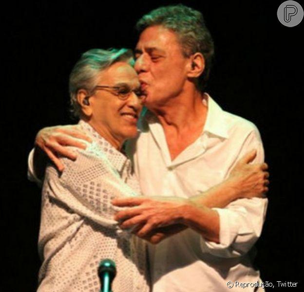 Caetano Veloso faz homenagem aos 70 anos de Chico Buarque: 'Amo-o' 19 de junho de 2014