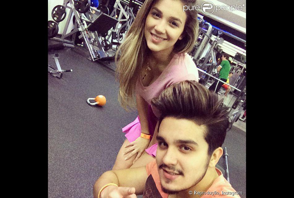 Luan Santana posa ao lado da irmã, Bruna, em academia: 'Bora Bubuziinha' 30 de junho de 2014