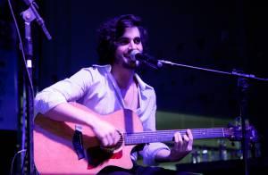 Fiuk retoma rotina de shows em São Paulo após acidente de carro