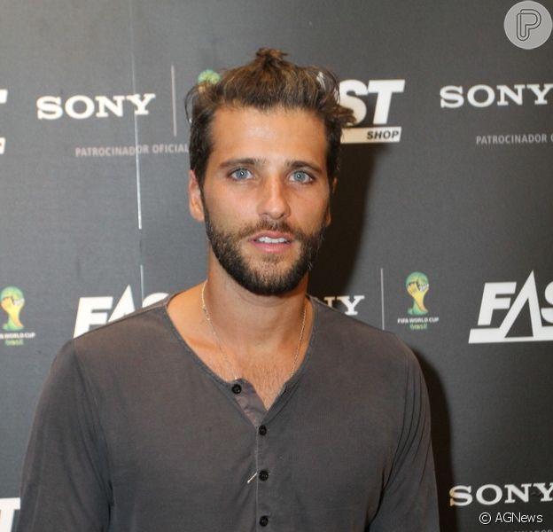 Bruno Gagliasso comemora evolução da TV ao exibir beijo gay: 'Cabe a nós, artistas, quebrarmos esse tabu'
