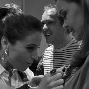 Tainá Müller fotografa Giovanna Antonelli e elenco de 'Em Família' em bastidores