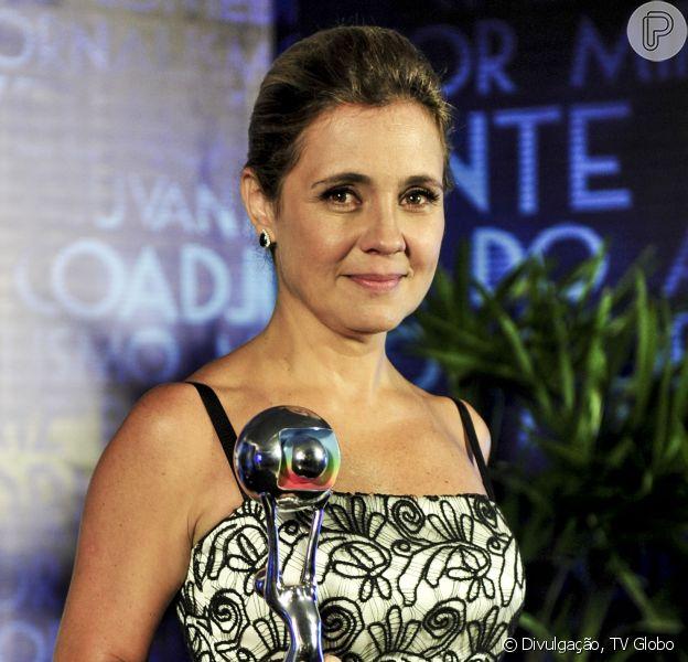 Adriana Esteves pode voltar à TV em novela de João Emanuel Carneiro. A informação é da coluna 'Outro Canal', do jornal 'Folha de S. Paulo' (11 de julho de 2014)
