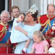 Kate Middleton pegou a pequena Charlotte no colo durante a tradicional parada militar 'Trooping The Colour', realizada em Londres, na Inglaterra, na manhã deste sábado, 9 de junho de 2018