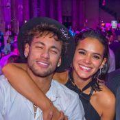 Neymar mostra antigo quarto pra Bruna Marquezine: 'Dormia todo mundo junto aqui'