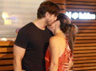 Românticos! Vladimir Brichta e Adriana Esteves trocam carinho em noite no Rio